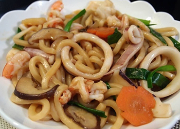 Stir Fried Noodle With Seafood House Beef Shrimp Chicken Vegetable